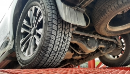 Khách hàng trải nghiệp lốp Toyo cùng tay đua chuyên nghiệp